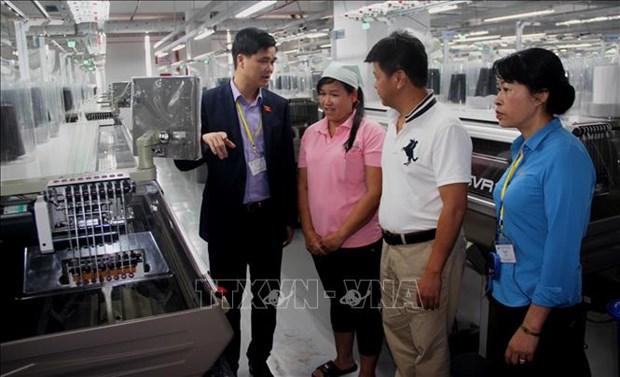 越南劳动总联合会对西宁省各家企业性别平等落实情况进行考察 hinh anh 1