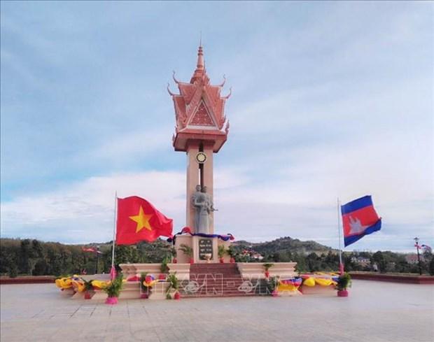 越柬友谊纪念碑在柬埔寨蒙多基里省落成 hinh anh 1