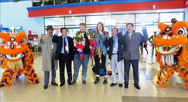 河内和胡志明市等省市迎来2019年第一位国际游客 hinh anh 4