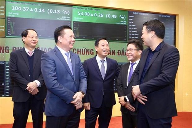越南证券交易所举行2019年开市敲锣仪式 hinh anh 2