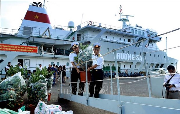 三艘满载年货的轮船驶往长沙 送去浓浓的新年祝福 hinh anh 1