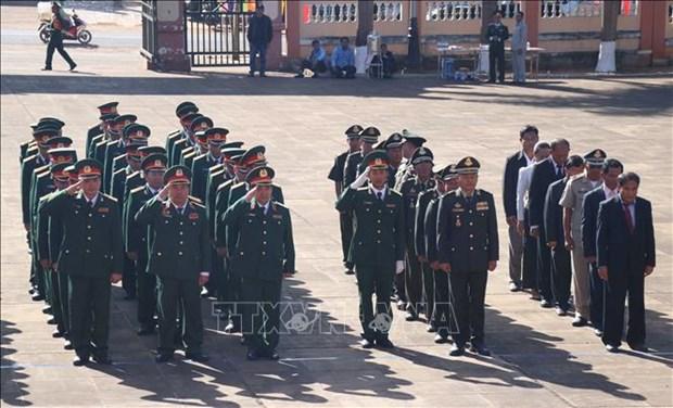推翻种族灭绝制度胜利40周年:柬埔寨王家军代表团瞻仰嘉莱省烈士陵园 hinh anh 1