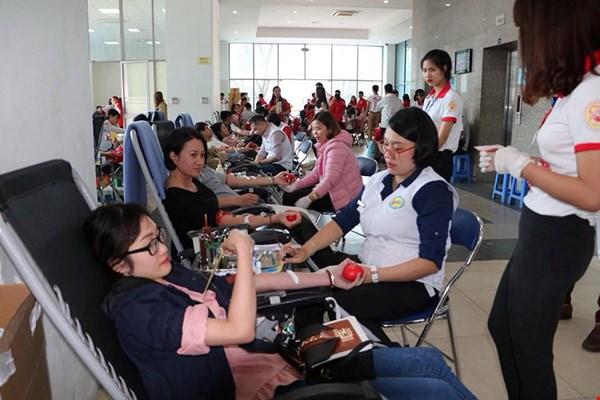 """2019年""""红色之春""""志愿献血节在清化省举行 hinh anh 1"""