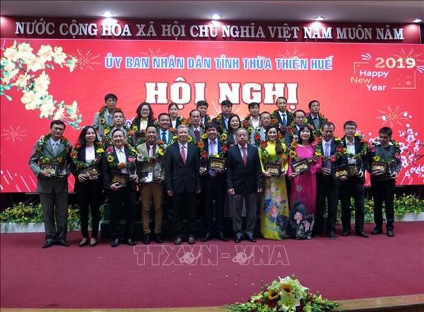 承天顺化省向32家优秀企业给予表彰 hinh anh 1