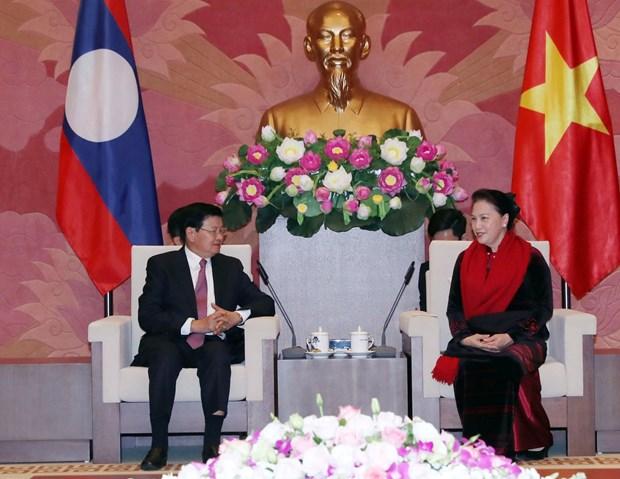 越南国会主席阮氏金银会见老挝总理通伦 hinh anh 1