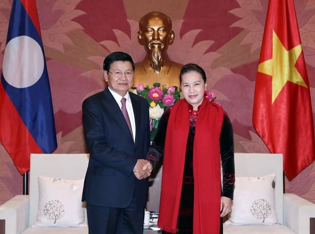 越南国会主席阮氏金银会见老挝总理通伦 hinh anh 2
