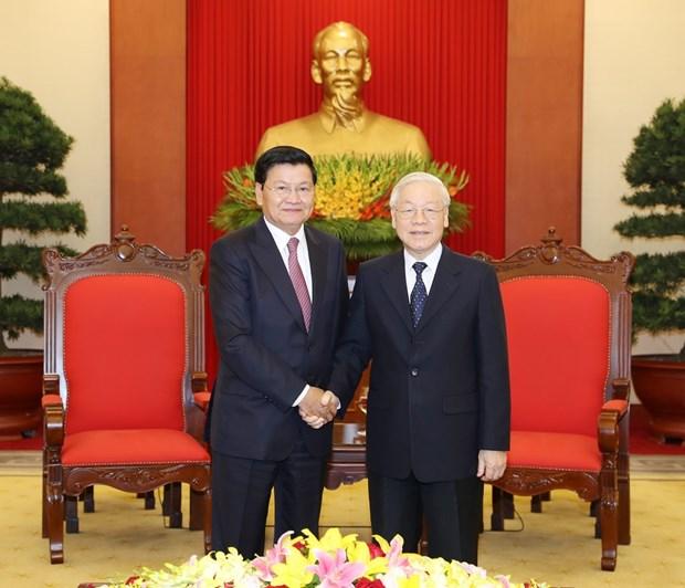 越共中央总书记、国家主席阮富仲会见老挝总理通伦 hinh anh 1
