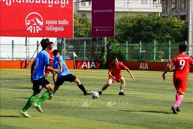 """庆祝柬埔寨""""1·7胜利日""""的越柬足球友谊赛 在金边举行 hinh anh 2"""