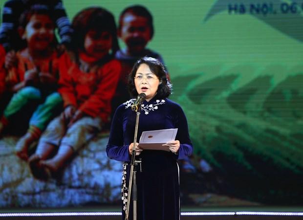 """第12次""""让贫困儿童感到春天的温暖"""" 慈善艺术交流晚会在河内举行 hinh anh 1"""