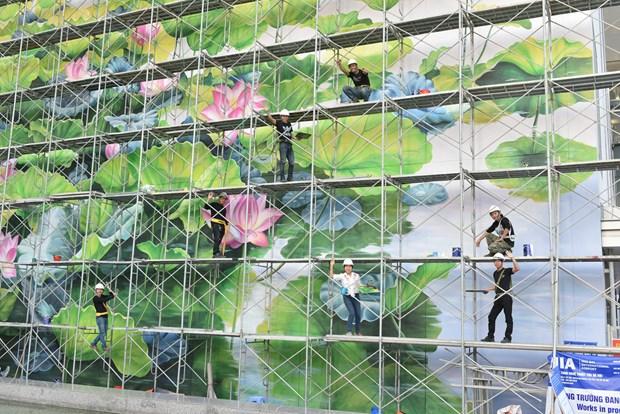 内排国际机场巨型壁画作品给乘客留下深刻印象 hinh anh 1