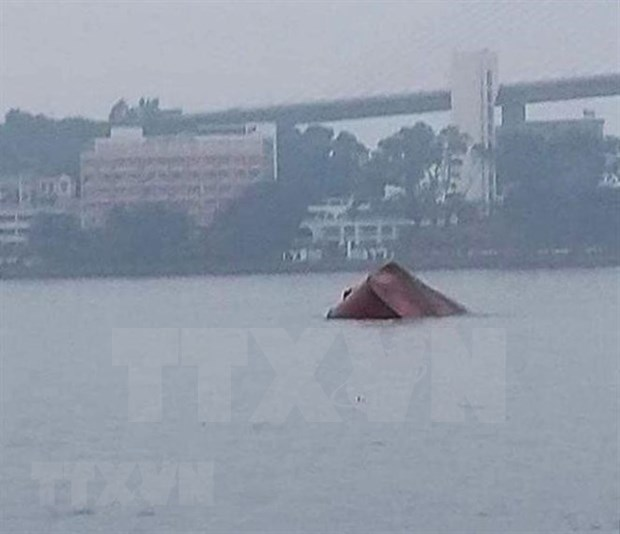 广宁省下龙海域船舶碰撞事故:成功救起4名船员并找到船长尸体 hinh anh 1
