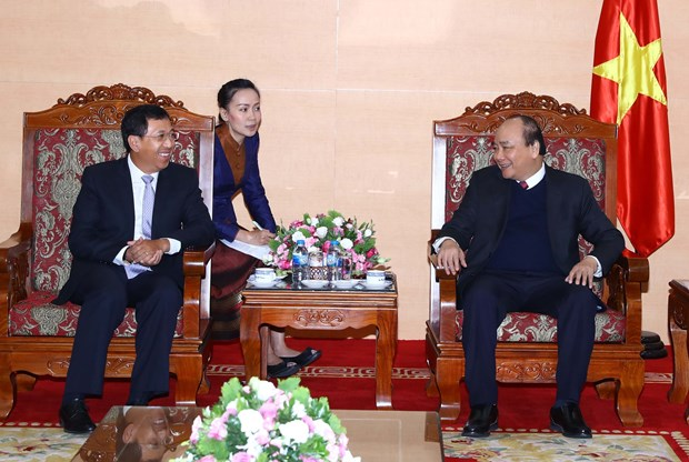 阮春福总理会见老挝中央银行行长宋赛•斯法赛 hinh anh 2