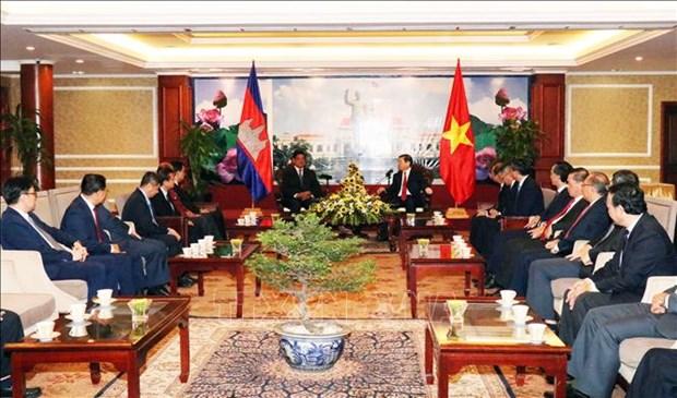 胡志明市人民委员会主席阮成锋会见柬埔寨王国政府副首相韶肯 hinh anh 2