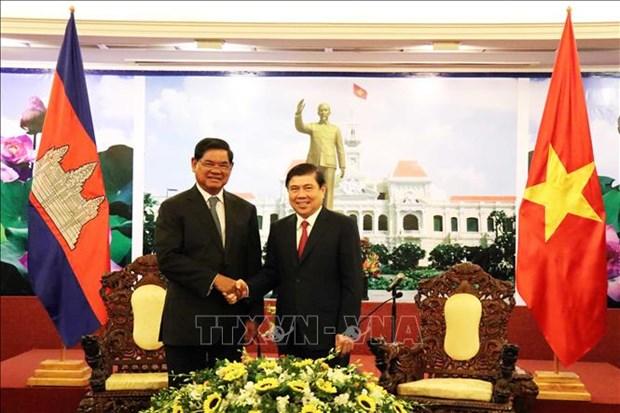 胡志明市人民委员会主席阮成锋会见柬埔寨王国政府副首相韶肯 hinh anh 1