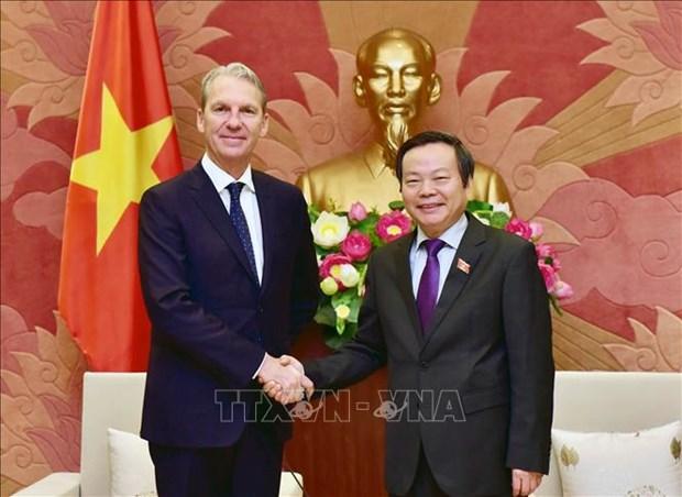 越南国会副主席冯国显会见美国辉瑞制药国际集团领导 hinh anh 1