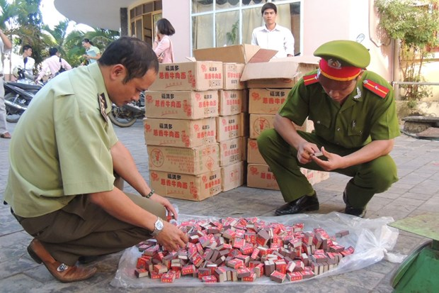 谅山省春节前夕严厉打击各类非法储存运输鞭炮行为 hinh anh 1