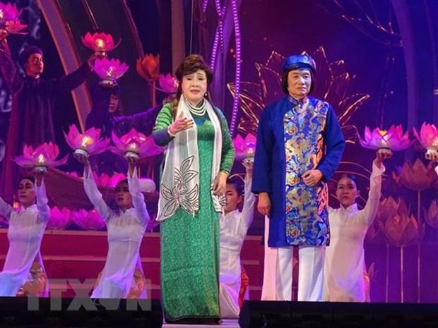 纪念越南改良戏艺术100周年发展历程:对改良戏演员给予表彰 hinh anh 1