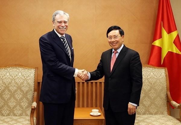 越南政府副总理兼外交部长范平明会见原美国商务部部长 hinh anh 1