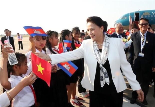 越南国会主席阮氏金银抵达暹粒 开始出席APPF- 27之行 hinh anh 1