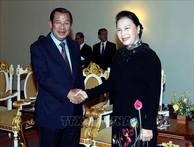 国会主席阮氏金银会见柬埔寨首相洪森 hinh anh 1