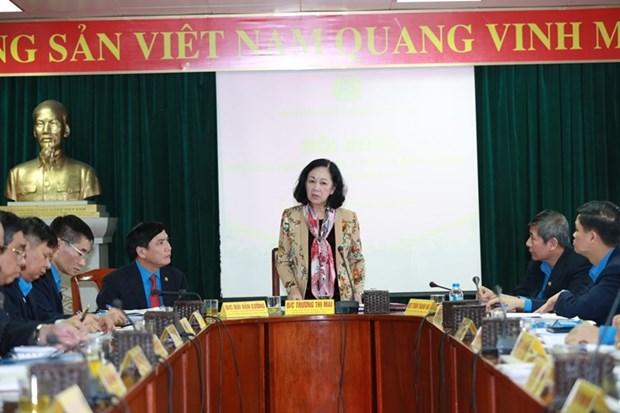 越共中央民运部部长出席越南劳动总联合会主席团第二次会议 hinh anh 2