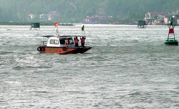 尽快搜寻海上遇险KH 90208 TS号渔船上的10名渔民 hinh anh 1