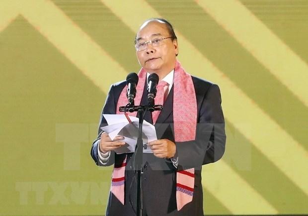 阮春福出席首届越南织锦文化节 hinh anh 2