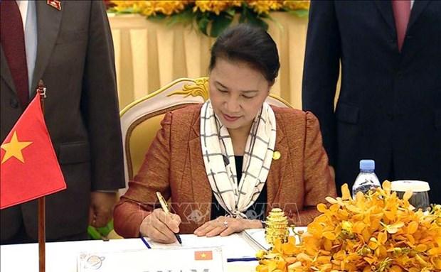 越南国会主席阮氏金银出席亚太议会论坛第27届年会闭幕式 hinh anh 1