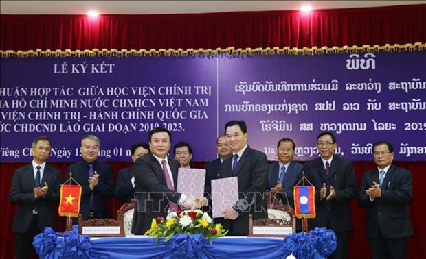 本扬·沃拉吉高度评价胡志明国家政治学院与老挝政治行政学院的合作成果 hinh anh 2