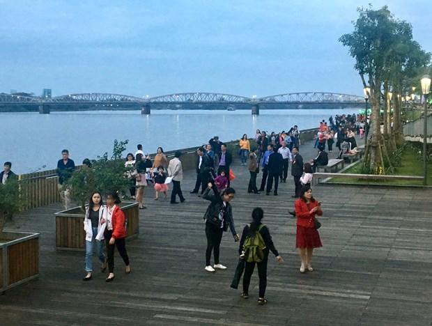 由韩国政府资助的顺化市香江上步行桥投入使用 hinh anh 2