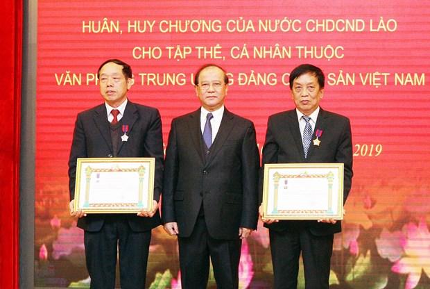 越共中央办公室荣获老挝劳动勋章 hinh anh 3
