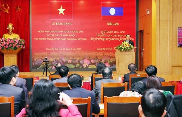 越共中央办公室荣获老挝劳动勋章 hinh anh 1