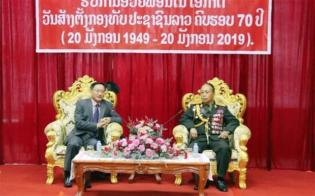 越南驻老挝大使祝贺老挝人民军队成立70周年 hinh anh 1