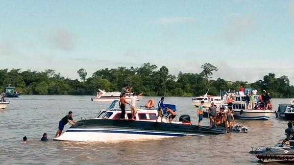 印尼发生渡船倾覆事故造成数十人伤亡 hinh anh 1
