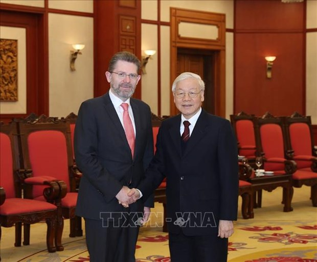 越共中央总书记、国家主席阮富仲会见澳大利亚参议长瑞安 hinh anh 1