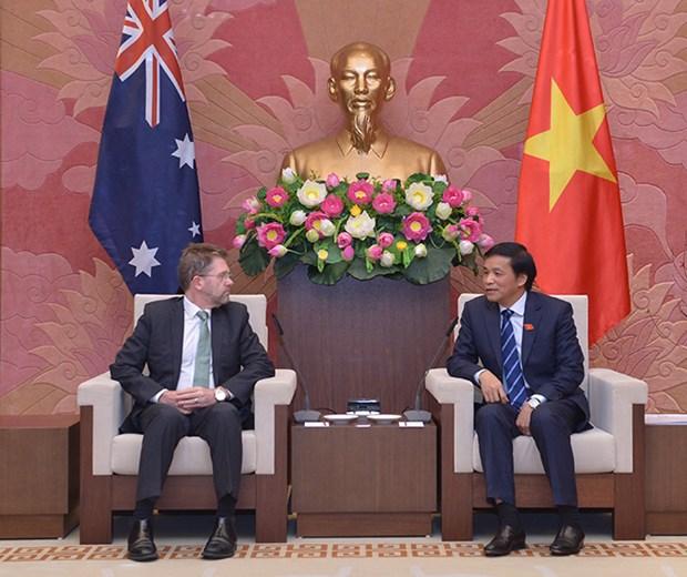 越南国会秘书长阮幸福拜会澳大利亚参议院议长瑞安 hinh anh 1