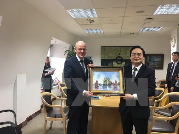 越南与英国加强教育合作 hinh anh 1