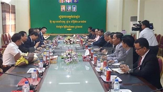 越南驻柬大使馆帮助洞里萨湖贫困越侨过上欢乐祥和的春节 hinh anh 1