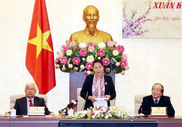 越南国会主席阮氏金银会见文艺工作者 hinh anh 1