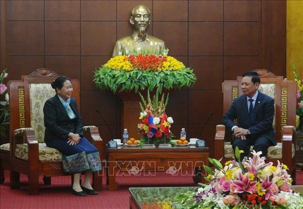 老挝华潘省代表团走访和平省并提前拜年 hinh anh 1