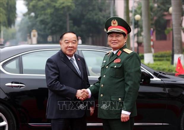 泰国副总理兼国防部部长巴维·翁素万访问越南 hinh anh 1