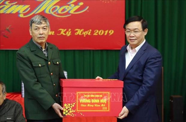 越南政府和国会领导春节前开展走访慰问送温暖活动 hinh anh 2