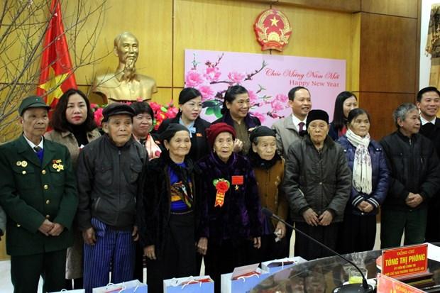 越南政府和国会领导春节前开展走访慰问送温暖活动 hinh anh 3