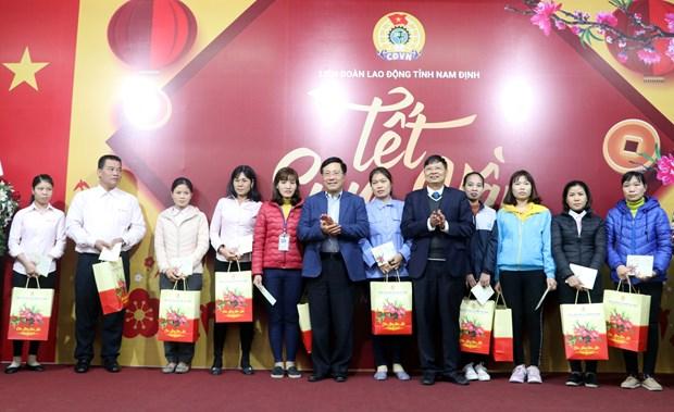 越南政府和国会领导春节前开展走访慰问送温暖活动 hinh anh 1