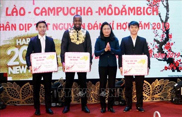 太平省领导亲切会见在该省就读的外国留学生 hinh anh 1
