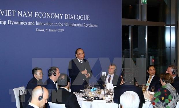 WEF Davos 2019: 越南政府总理阮春福与世界跨国集团负责人进行对话 hinh anh 1