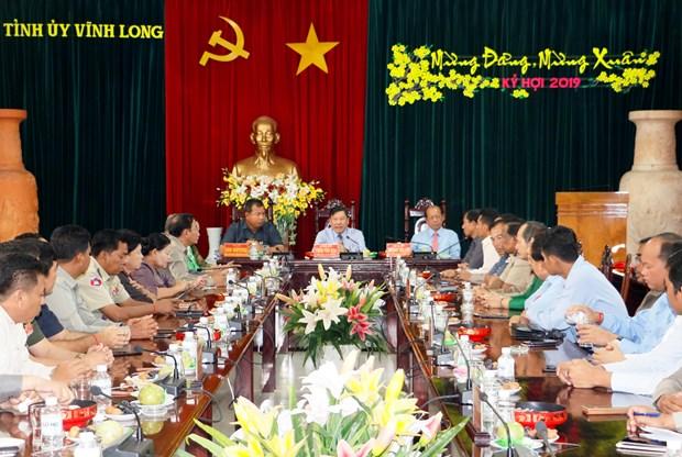 永隆省与柬埔寨磅士卑省加强友好关系 hinh anh 1