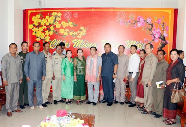 永隆省与柬埔寨磅士卑省加强友好关系 hinh anh 2