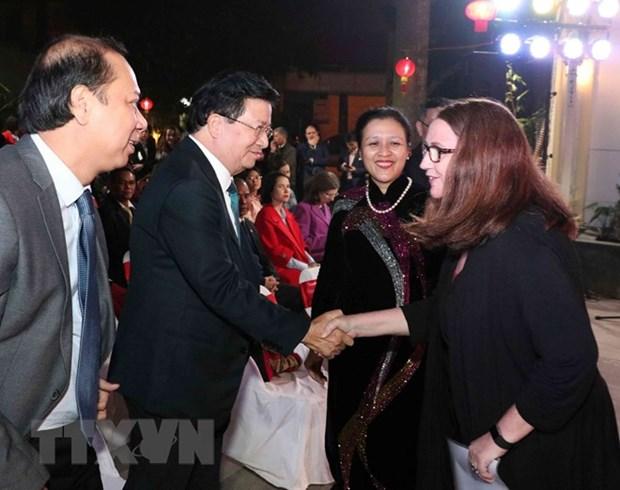各国驻越外交代表机构和国际组织代表见面会在河内举行 hinh anh 1