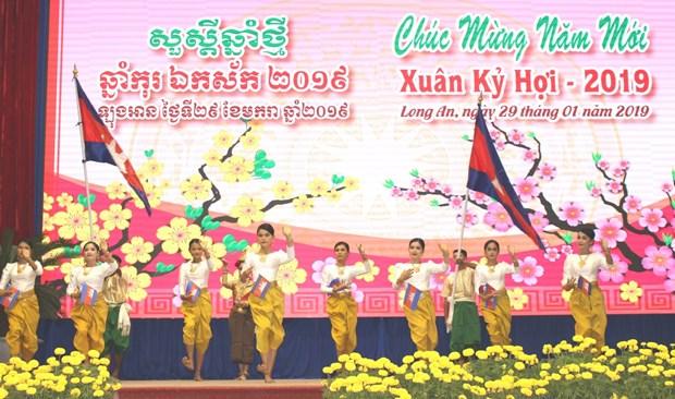 隆安省与柬埔寨柴桢和波罗勉两省加强合作 hinh anh 2